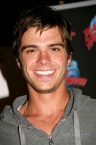 I admire and amor Matthew Lawrence VERY much!!! <33333