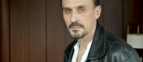 uff, where do I start? I 愛 HIM SO!! but tell me why? ok Knepper is: talking way to much, never paying attention = not listening, bored all the time, arrogant, egoistic, narcissistic, unfaithful, creepy and has a huge ego. I'll update if anything else comes into my mind.