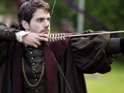 I would marry Charles Brandon. He seems to be one of the few men in King Henry VIII Court that has a coração & does not abuse his título & power for his own gain.