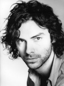 I usually don't have crushes on セレブ but right now I 愛 Aidan Turner.