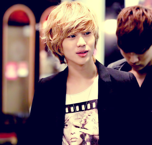 im changing it soon!!!<3...... its Lee Taemin from SHINee