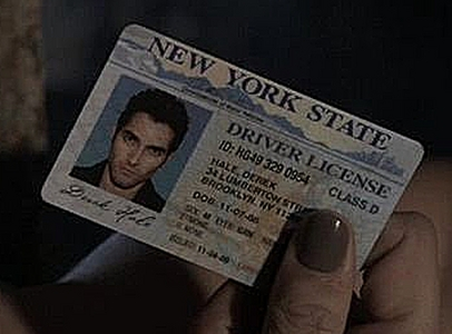 In season 1 episode 11 we see his drivers license and with some work tu can see that his fecha of birth looks to be 11-07-88.