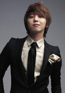 I've loved Romano from Хеталия for so long. Like, I kept changing and having crushes on the other countries, but I always went back to him every time. And I have a really big crush on G-Dragon<3 His Музыка is amazing and he's perfect. As for real life, no fluffing way. Everyone is bloody annoying and ignorant. And sorry about your depression, anxiety thing... >.<