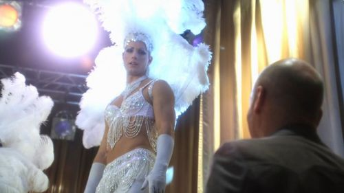 Oliver Queen in drag from Smallville. My inayopendelewa episode of Season 10.