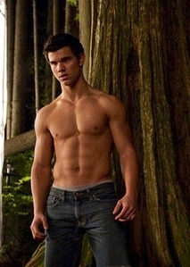 here's mine Sissy beruang My Taylor Daniel Lautner he may not be in a pohon but he's standing oleh one :) <3