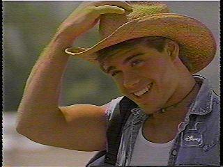 Sexy Matthew wearing a cowboy hat!! <3333