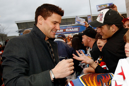 Dave signing autographs for fan :) Sweet