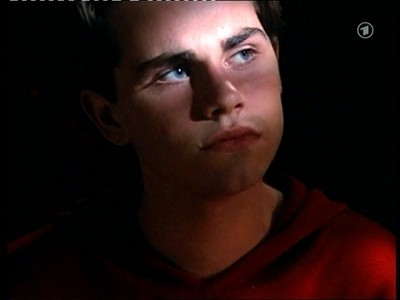 Matthew's co-star, Ryder Strong tampilkan his big blue eyes. :)