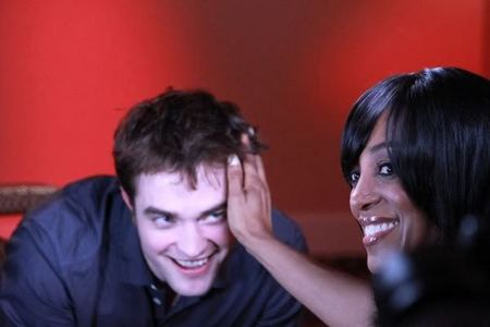 here is Access Hollywood reporter,Shaun Robinson touching my Robert's hair,something I would love to do(among other things)