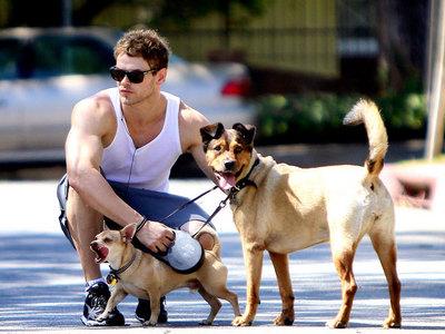Robert's Twilight co-star,Kellan Lutz with his 2 Anjing