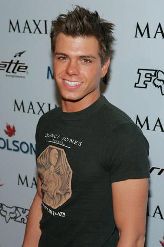 Matthew looking so hot!!!! :P
