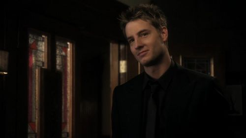 """Justin, wearing all black (which is just as hot on him as green clothes) in Smallville, episode """"Checkmate"""""""