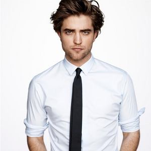 I love this hairstyle on my Robert.I just want to run my fingers through those gorgeous,luscious locks<3