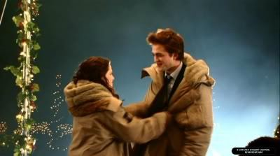 my Robert,with Kristen Stewart,wearing a warm winter coat.If that doesn't keep आप warm,Robert,I will gladly keep आप warm<3