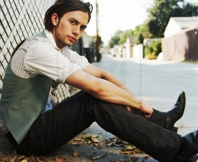 here is Rob's Twilight co-star Jackson wearing cowboy boots.Giddy up,cowboy:)