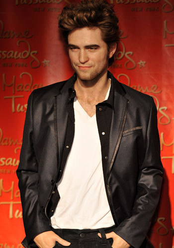 here's my Robert in a museum.Tricked ya!!! It's actually his wax figure at Madame Tussaud's...haha.Personally,I prefer the real Rob as opposed to the wax figure.<3