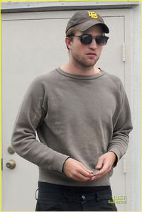 This is a new pic of my Robert I never publicado before of him in a grey sweater.Looking sexy as ever,Rob<3