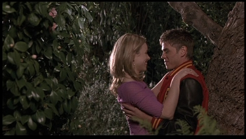 Matthew and Rachel looking in eachothers eyes!! <33333