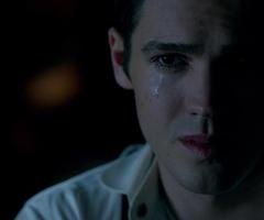 Steven as Jeremy in vampire diaries no need to hide his face, I'm here for him when he's sad