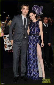 my Robert with Kristen in a dress at the BD part 1 premiere<3