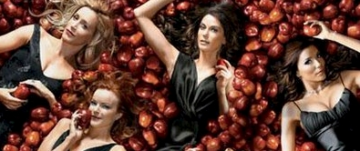 Left to Right : Lynette, Bree, Susan, Gabby I Cinta this picture because apples are Desperate Housewives main thing.