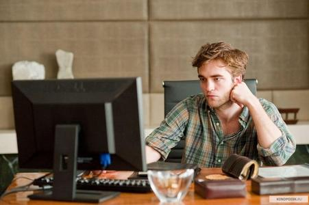 my Robert,in Remember Me,in his dad's office<3