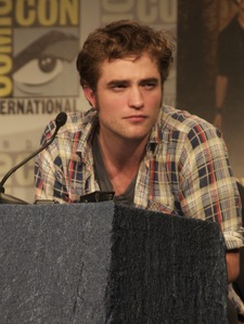my Robert at the 2009 Comic-Con(in my hometown),with the eye behind him<3