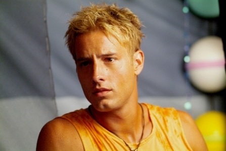 "Justin, wearing 橙子, 橙色 as Arthur 咖喱 on the pilot of ""Aquaman"""