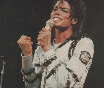 MJ began working with the demos for the Bad album in 1985, and recorded and released it in 1987, two days after his 29th birthday. The Bad tour started in Sept. 1987, and ended in Jan. 1989. His seterusnya album Dangerous was released when Michael was 33, in Nov. 1991.