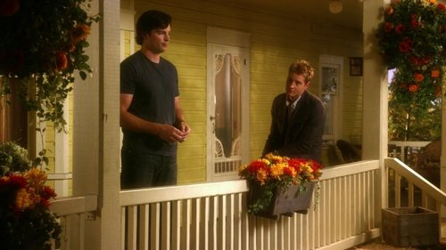 """Justin with Tom Welling at the porch of the Kent farm, episode """"Kandor"""""""