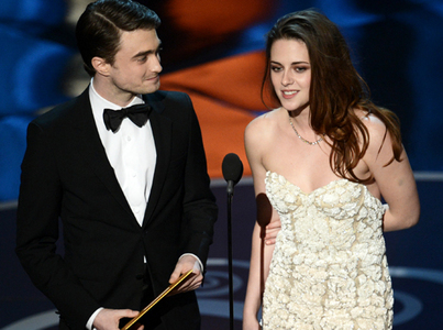 here is Daniel Radcliffe with Kristen Stewart,at this year's Oscars from a few days ago.You can't tell from the picture but she injured her foot stepping on some glass.She arrived on crutches,but ditched them and limped on the stage when she and Dan presented an award together.Poor Kristen,that has got to hurt!!!