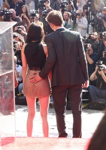 here is my Robert touching(or almost touching)Kristen's butt.I would 爱情 to have his hands touching my butt...and every other part of my body<3