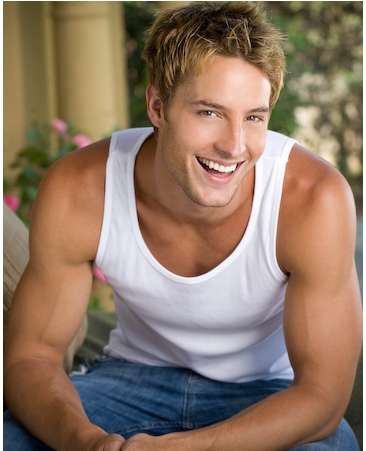 smiling Justin <3