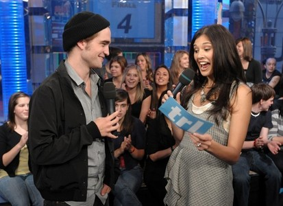 here is my Robert(from his Harry Potter days),on TRL with Фаны in the audience<3