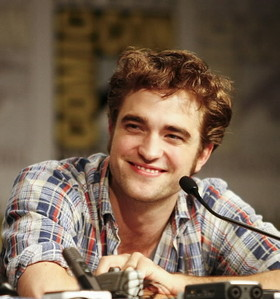 my Robert in a striped 셔츠 at the 2009 Comic-Con,which was in my hometown of San Diego...and I was there<3
