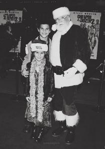 young taylor and makena with santa