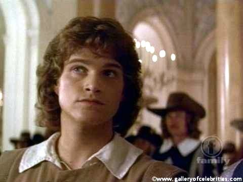 My very first crush was on Patrick Swayze, but I was about 7 at that time, so I just liked him a bit もっと見る than other actors; but he's still on my お気に入り list, after all those years. My real first celeb crush then was Chris O'Donnell; he was sooo cute on the promo pics for Scent Of A Woman and The Three Musketeers (pic below), and I collected everything I could get; and yes, I still consider him very hot ;))