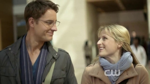 """Justin with Mamie Gummer in the pilot episode of """"Emily Owens, M.D."""", looking absolutely yummy!"""