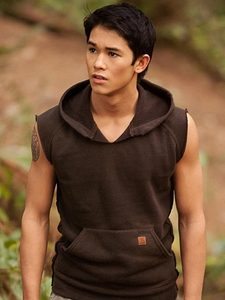here is a pic of Booboo Stewart,my Robert's co-star from Breaking Dawn.I have never geplaatst a pic of Booboo before.<3