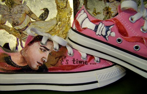my Robert,as his Twilight saga character,Edward Cullen on a pair of shoes<3