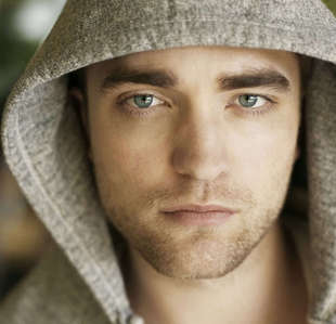 my hotty Robby in a hoody<3