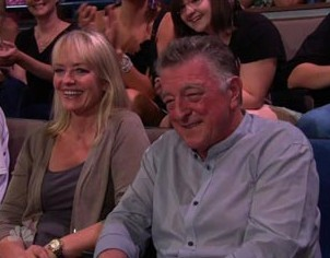 here are my Robert's mom and dad,Clare and Richard Pattinson,watching their son taping his appearance on the Tonight Show with Jay Leno<3