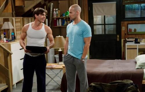 Matthew wearing a tank top, boven while Joey is wearing a light blue shirt. :)