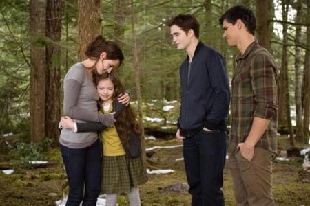 Team Edward 100% I don't think it could have ended better!! Now Renesmee has Jake. .. It's perfect. ;-) I mean really .... look at that perfect family!!!