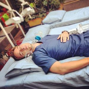 """Sweet Justin catching a nap between takes on the set of """"Emily Owens, M.D."""""""