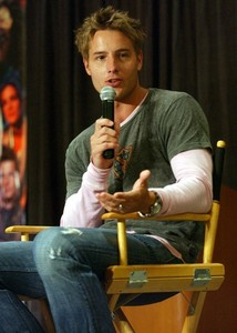 My hottie at a convention, talking to the fans<333