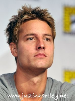 My hottie at the Comic Con 2010, paying attention to the domande