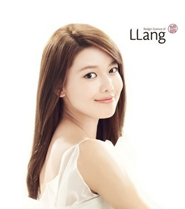 SHE'S Beautiful here, is this okay? Me absolutely she is the Goddess of Snsd this is the best pic that not many people knows about her beauty 100% :) Shes not much boastful bec. she has a kind হৃদয় to everyone :) and she didnt did a plastic surgery anytime . She didnt;) peace