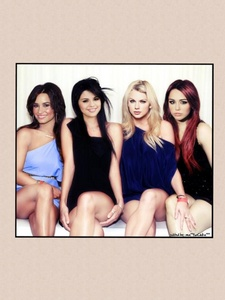 Selena gomez and demi lovato didn't break up they are stil best friends but miley Cyrus and Taylor cepat, swift are their new best friends. Now there are 4 of them