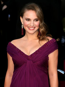 Natalie Portman costar on No Strings Attached with Ashton Kutcher